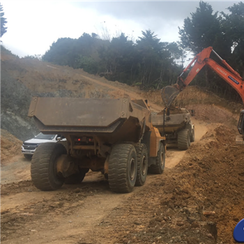 Loading out overburden at Western Hills Quarry